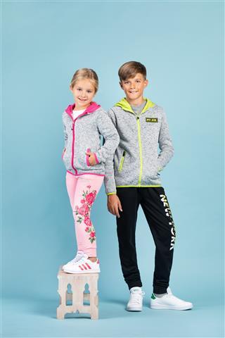 Prelistajte novi MANA katalog s nižim cijenama nove kolekcije dječje odjeće!
